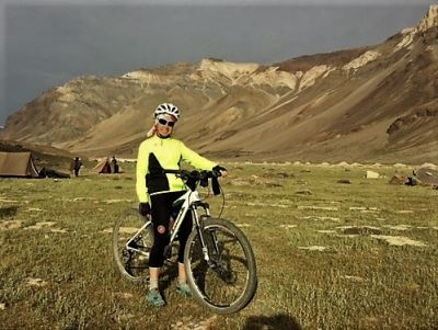 Victoria Seymour Cycling on the India : Spiti - Ladakh tour with redspokes